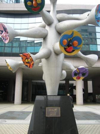 Escultura de Taro Okamoto en Aoyama
